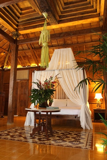 Tropical and romantic master bedroom with detailed wood design