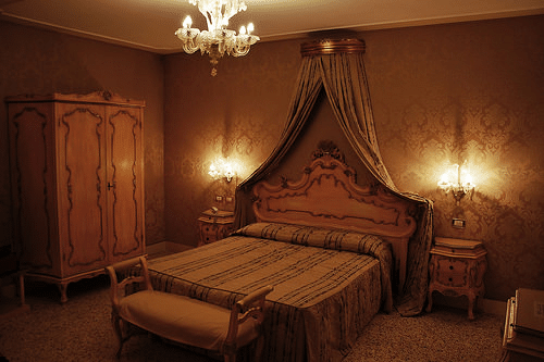 Give your bedroom that luxurious look you want