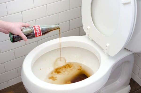 cleaning your toilet with coke